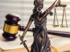 КС РФ потребовал уточнить в законе сроки на обращение в суд за компенсацией морального вреда работникам
