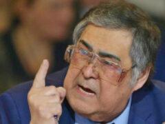 С доски почета в Кемерово сорвали портрет Тулеева