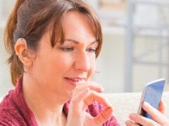 Граждане с нарушением слуха смогут бесплатно получать смартфоны с функцией видеосвязи