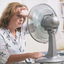 Сокращение режима работы из-за повышенной температуры воздуха в помещении должно расцениваться как простой по вине работодателя