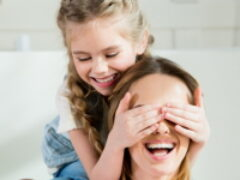 Оформить заявление на выплаты на детей от 8 до 16 лет одинокие родители смогут дистанционно