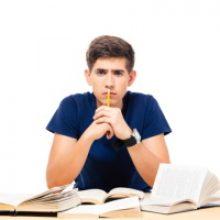 Студент вправе в судебном порядке требовать от вуза выставить правильную оценку за госэкзамен
